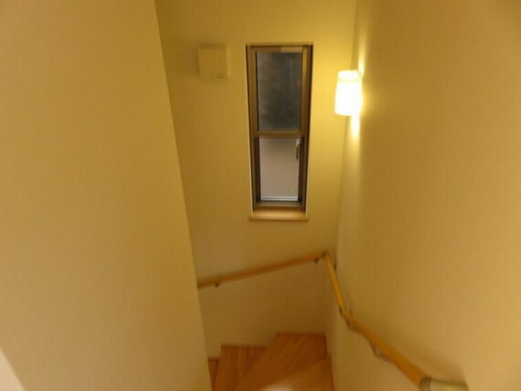 階段は手すりをお使い頂けます。