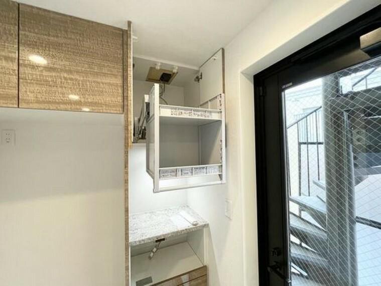 キッチン 広々としたシステムキッチンは収納力があります。いつもすっきりとしたキッチンに。