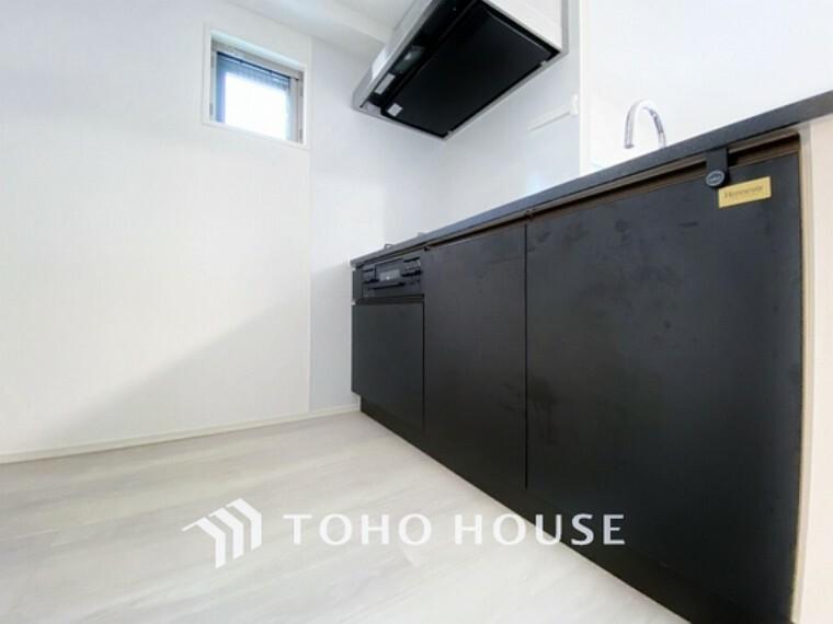 キッチン スタイリッシュなブラックカラーのキッチンです。