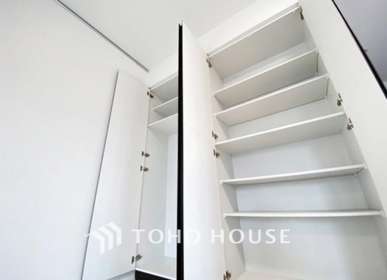 収納 居室にはクローゼットを完備し、自由度の高い家具の配置が叶うシンプルな空間です。お子様の成長と必要になる子供部屋を与えるにはぴったりの間取りですね。