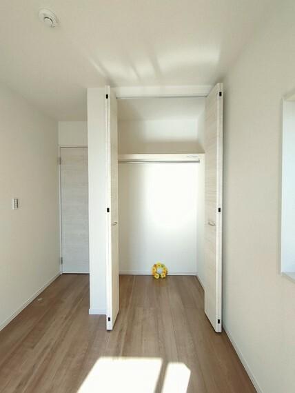 収納 5.5帖洋室の収納。 住まいを想う仕事、人生を輝かせる使命と理念。 不動産のことならセンチュリー21いちにし不動産【一年中休まず営業中】にお任せ下さい。