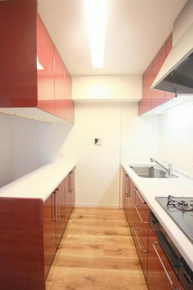 キッチン ■収納も充実しているのでいつも綺麗な水廻りに!