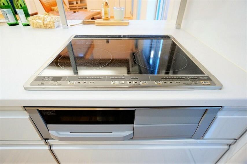キッチン お手入れのしやすいIHクッキングヒーターです。 3口コンロなので、効率よくお料理が楽しめます。毎日のお料理も楽しくなりますね^^