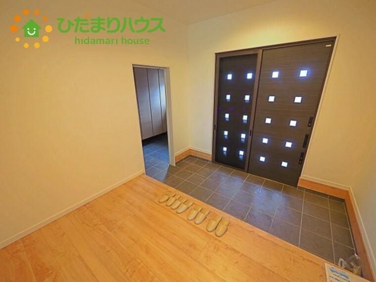 玄関 広い間口の玄関。