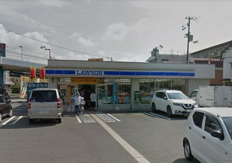 コンビニ 【コンビニエンスストア】ローソン高知高須店まで725m
