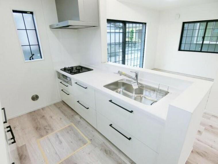 キッチン 開放的な対面キッチンです。