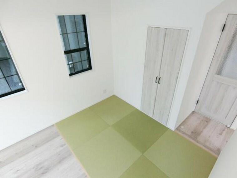 居間・リビング タタミコーナーでは階段下を利用した収納をお使い頂けます。