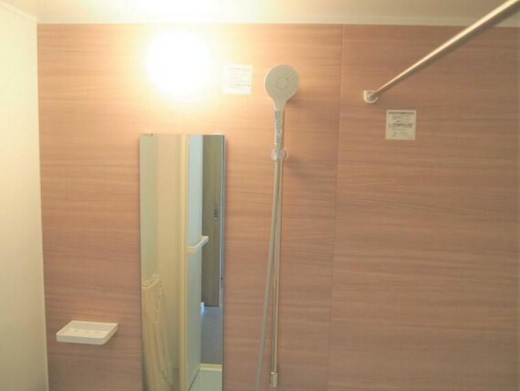 浴室 浴室乾燥機付お風呂で雨の日でも楽々お洗濯。