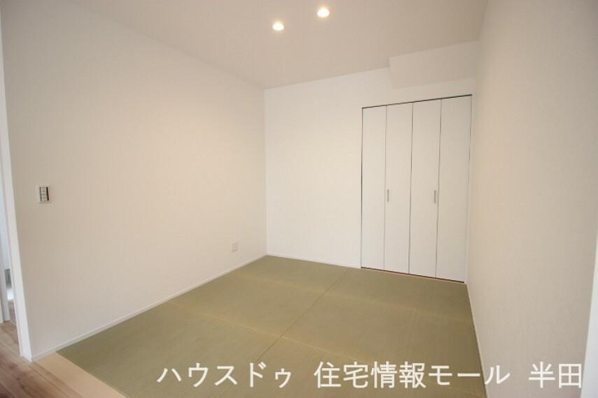和室 リビングとの段差や仕切りがなく開放感のある4.5畳タタミスペース。