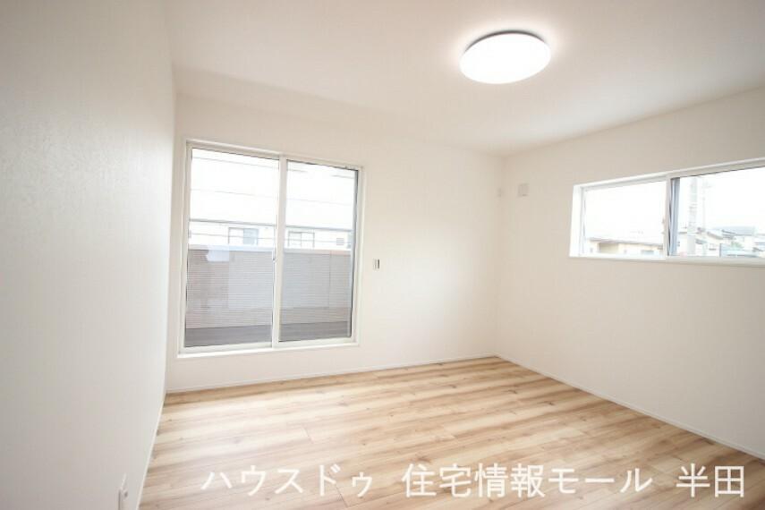 寝室 2階8帖洋室 メインベッドルームにもおすすめのWIC付居室。