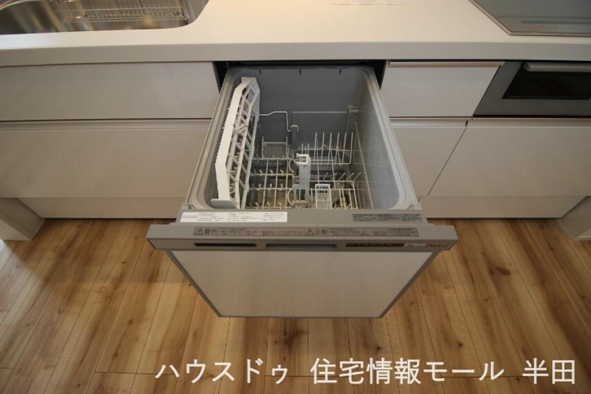 後片付けの強い味方食器洗浄乾燥機付。