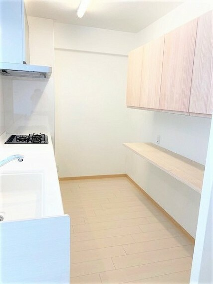 キッチン 収納も大容量。お鍋やフライパン、油や調味料などを収納できます。キッチンがスッキリすると食事の支度や片付けがはかどります。