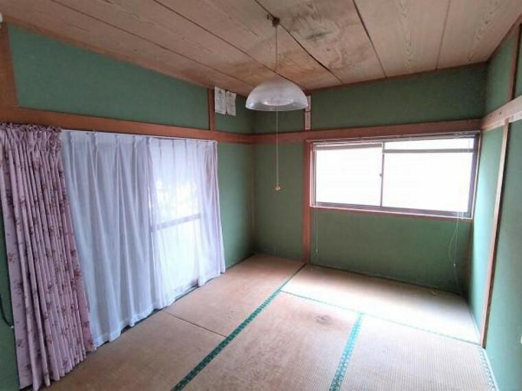 【8月6日撮影・リフォーム前写真】北側の和室の写真です。これから間取り変更を行い洋室に変更します。収納も十分にありますのでお子様のお部屋にいかがでしょうか。
