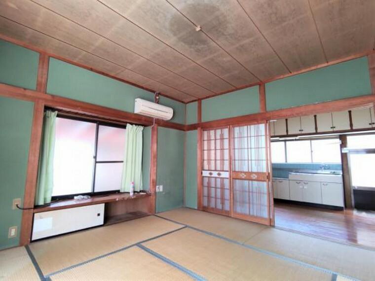 【8月6日撮影・リフォーム前写真】8帖和室の写真です。これから間取り変更を行い、6帖の洋室に仕上げます。収納を新設いたします。ご夫婦の寝室にいかがでしょうか。