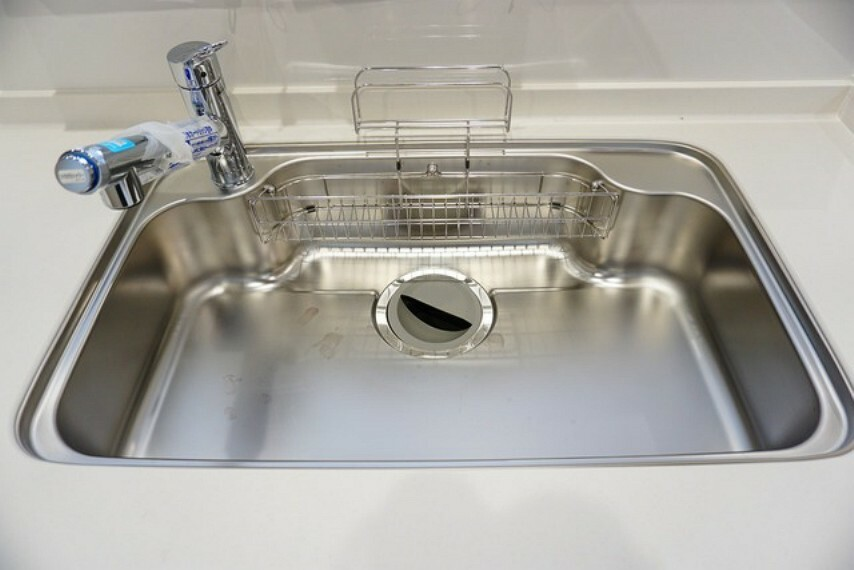 キッチン 色も形もキレイなシンクは、広さも確保しているので、大きめの鍋も簡単に洗えます^^