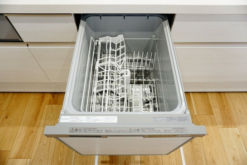 キッチン 炊事時間を大幅に短縮できる食器洗浄乾燥機付きキッチンです^^冬場の洗い物による手荒れの悩みも軽減されますね。