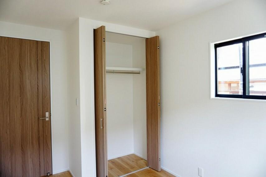 子供部屋 全居室にはたっぷり収納できる大型クローゼットを設置しています。窓には断熱性・保温性にすぐれ、省エネ効果のあるペアガラスを採用。冬には結露を防止します。