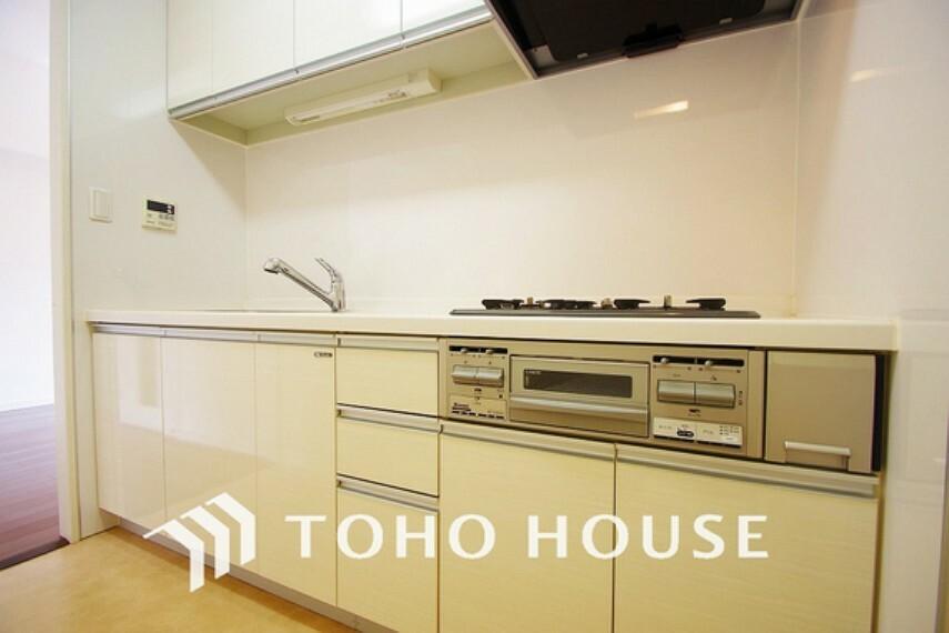 キッチン リビングから見えにくい設計のキッチンで、集中してお料理もできますね