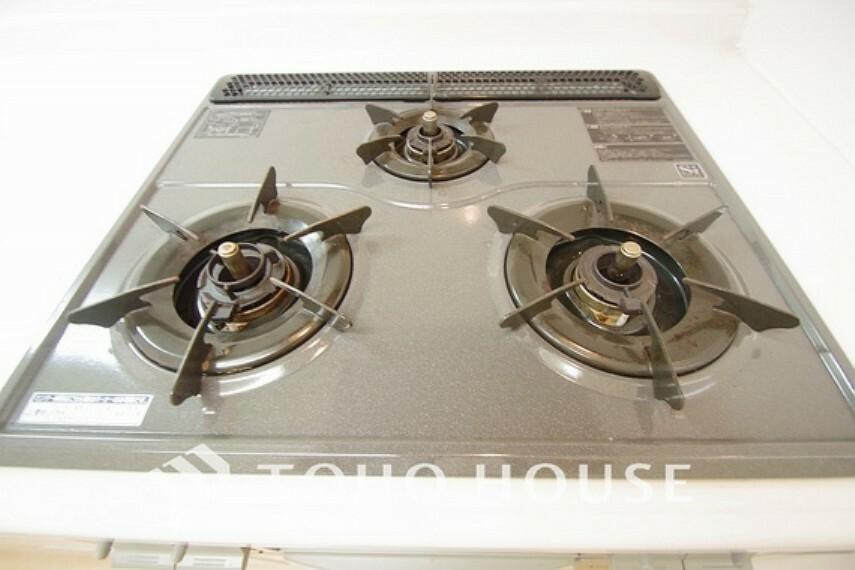 キッチン 3口ガスコンロでお料理のスピードもUP~効率よくお料理できますね