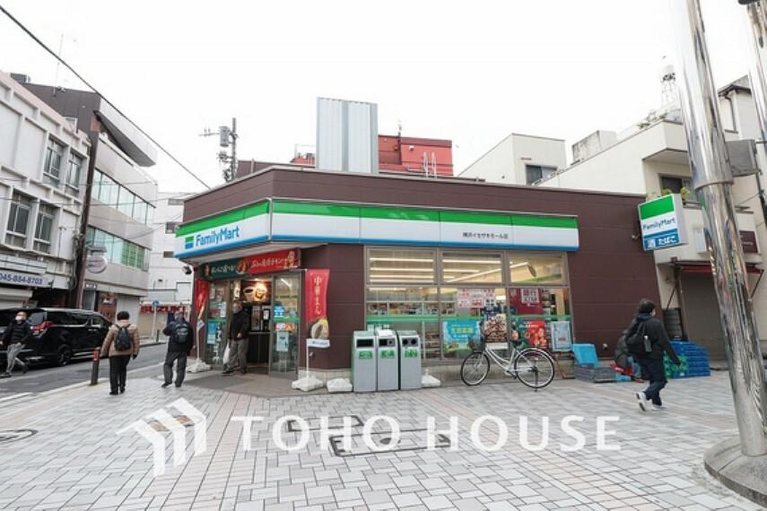 コンビニ ファミリーマート横浜イセザキモール店 距離1100m