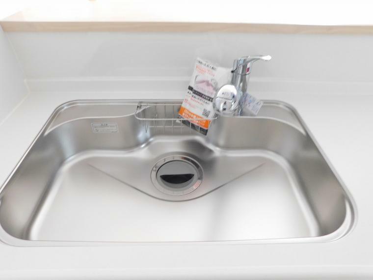 キッチン 大きな鍋も洗えるシンク!浄水器付き!