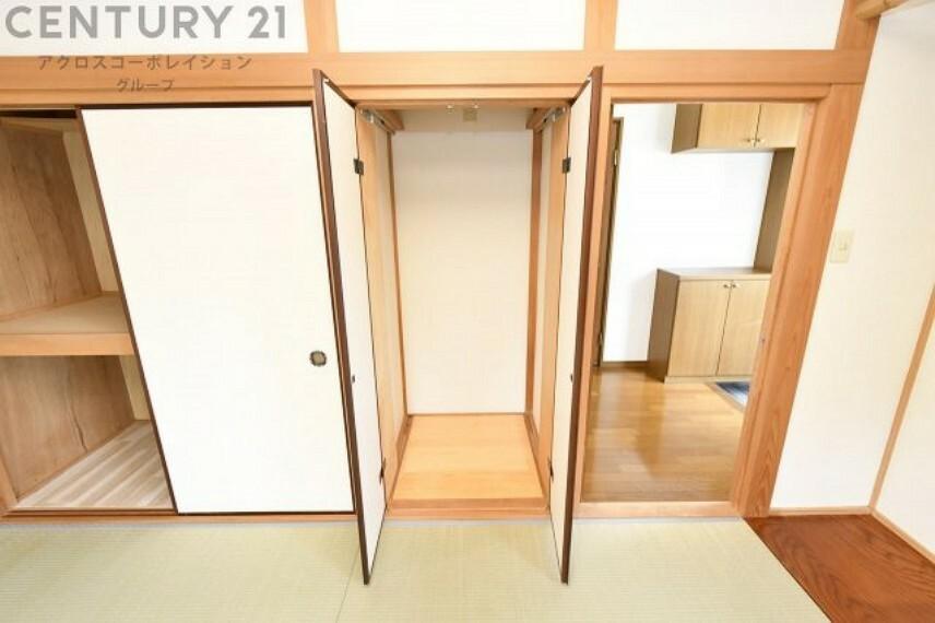 収納 1階和室には仏壇入れに使える収納付き
