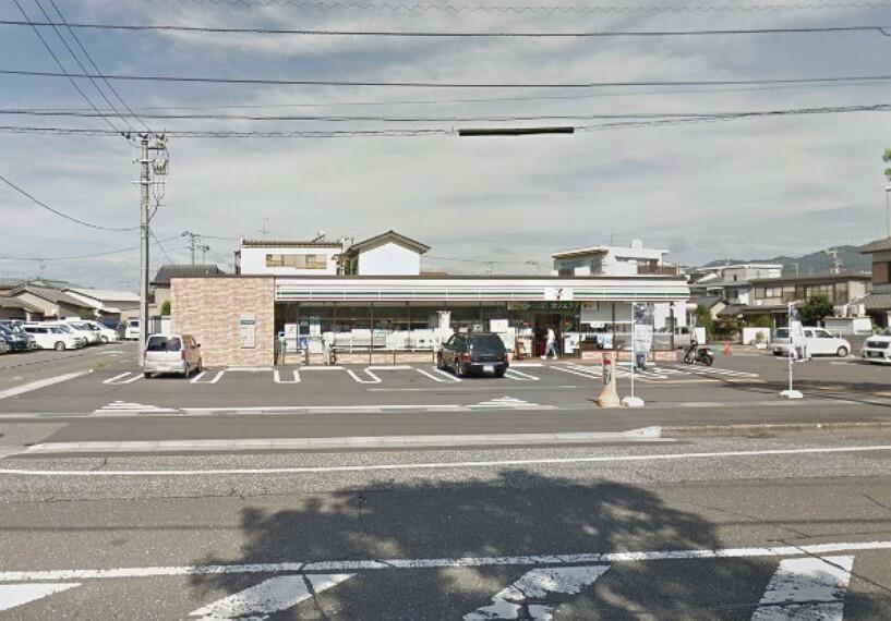 コンビニ 【コンビニエンスストア】セブンイレブン高知駅北店まで219m