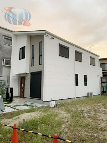居間・リビング 漆喰壁と無垢材を使用した自然素材のお家