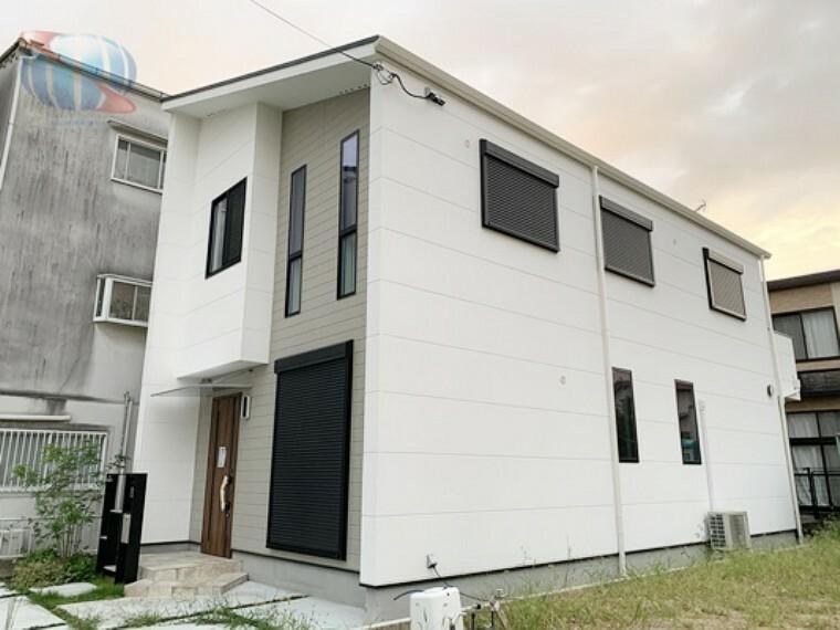 浴室 漆喰壁と無垢材を使用した自然素材のお家