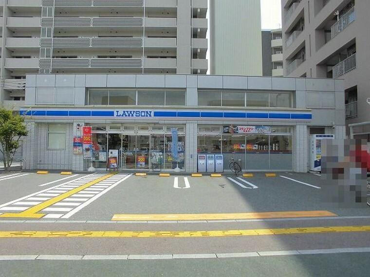 コンビニ 【コンビニエンスストア】ローソン 高知新本町店まで330m
