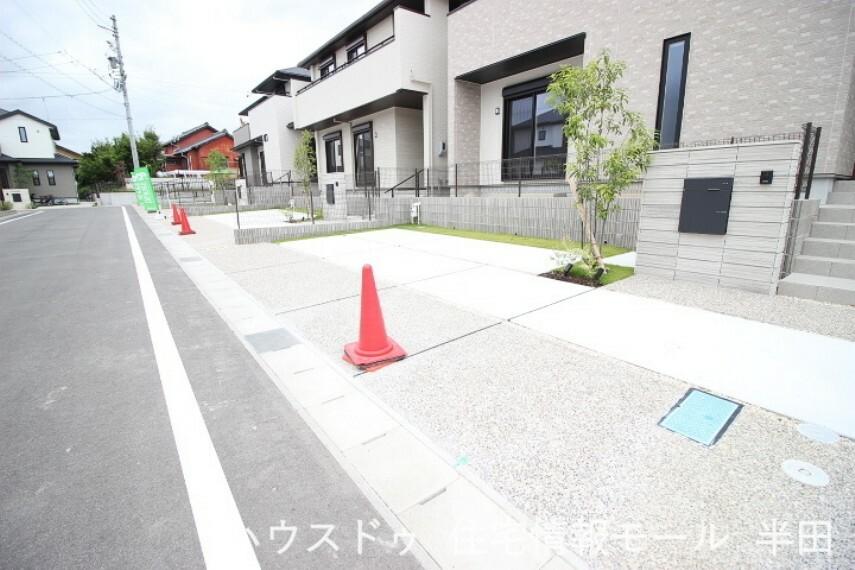 駐車場 南東側 公道 約6.0m ゆとりの駐車スペースには3台停められます
