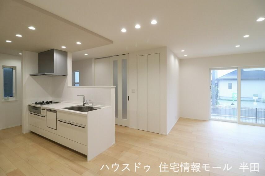 ダイニングキッチン 家具を設置してもゆとりの20.9帖LDKは家族が自然と集まる空間へ