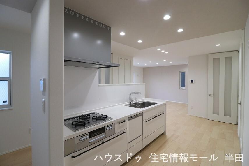 キッチン 憧れのアイランドキッチンで楽しく調理 機能性が高く使い勝手の良いキッチンです