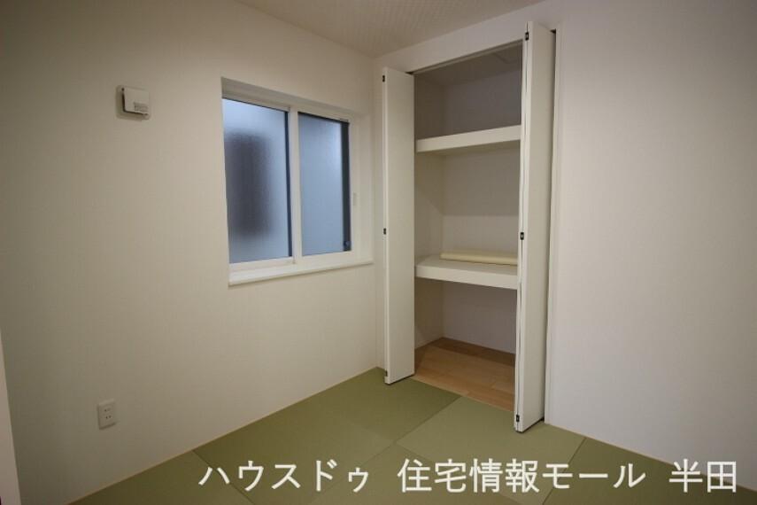 和室 リビングに隣接する3.8畳のタタミコーナーはマルチに活躍する空間です