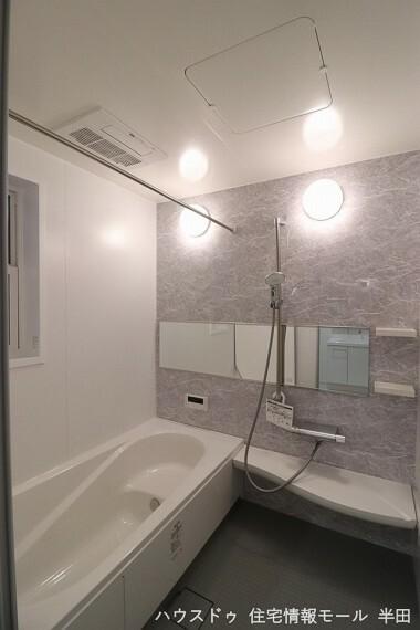 浴室 可動式のシャワーはお子様も使いやすく便利です