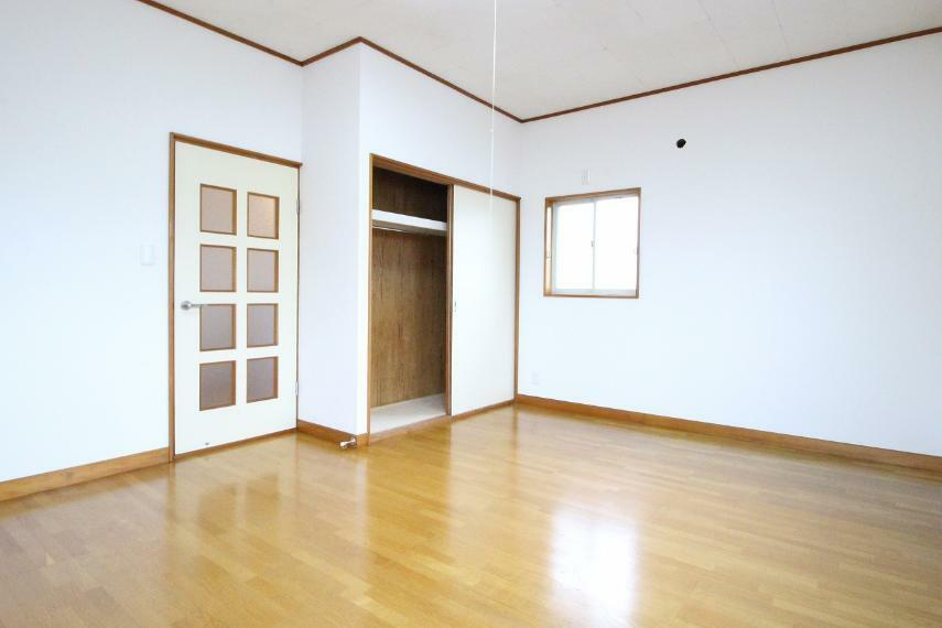 子供部屋 2階洋室です!とても広いので棚などで仕切っても良さそうですよ!