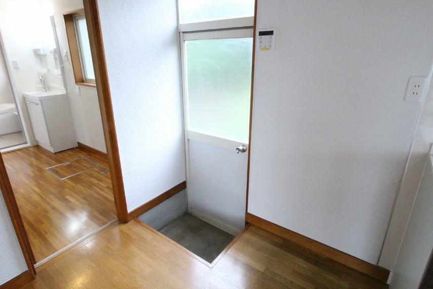 キッチン キッチンと洗面の行き来がしやすく家事導線が良いのが魅力です!