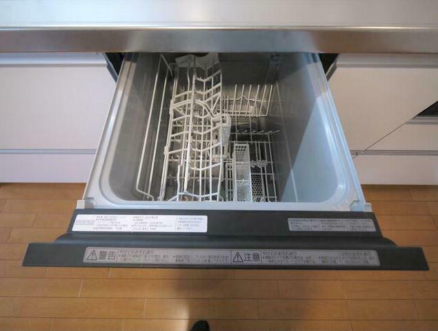 キッチン 奥様の家事が楽になる食洗器付きのキッチンを採用しております。