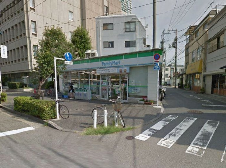 コンビニ ファミリーマート 世田谷新町店380M