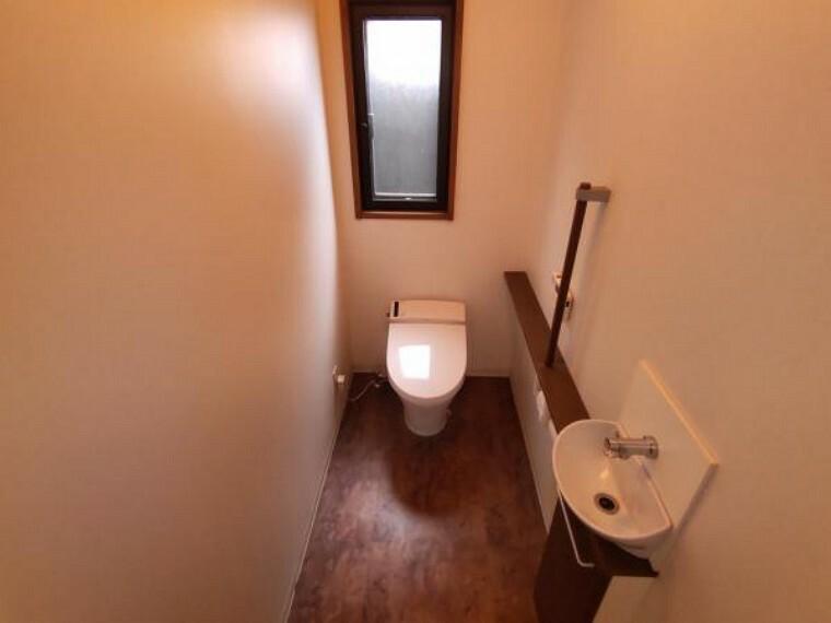 玄関 【現況】1階トイレ写真の別角度からの写真になります。
