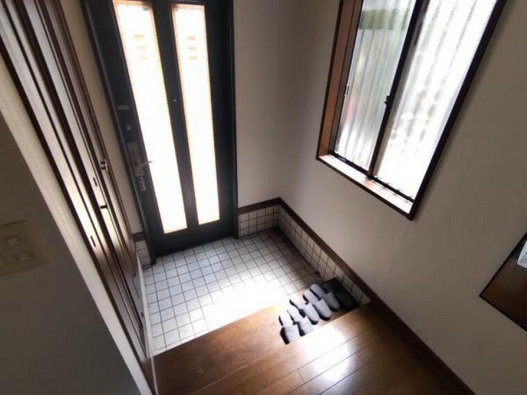 玄関 【現況】玄関写真になります。