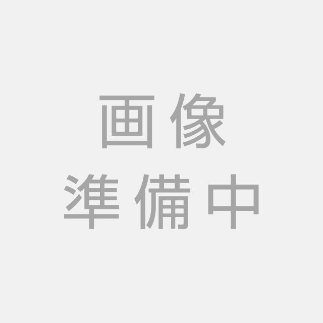 間取り図 カウンターキッチンとミセスコーナーのある間取り、LDKは20帖以上の大空間。リビング階段で家族の会話が増えますね。2階にはウォークインクローゼット付きの洋室もあります。
