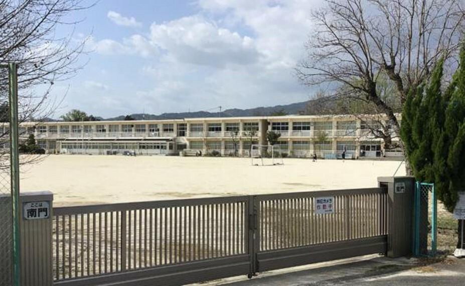 中山小学校まで約500m (徒歩約7分)