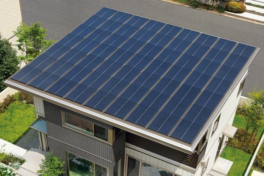 発電・温水設備 【推奨設備・創エネ・太陽光発電システム】屋根一面に設置したソーラーがたっぷり発電。