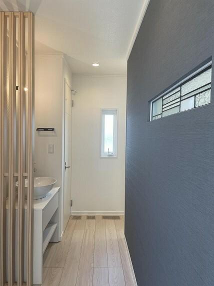 【B棟】コロナ対策で、帰ったらまず手洗いが出来る玄関に隣接した手洗い