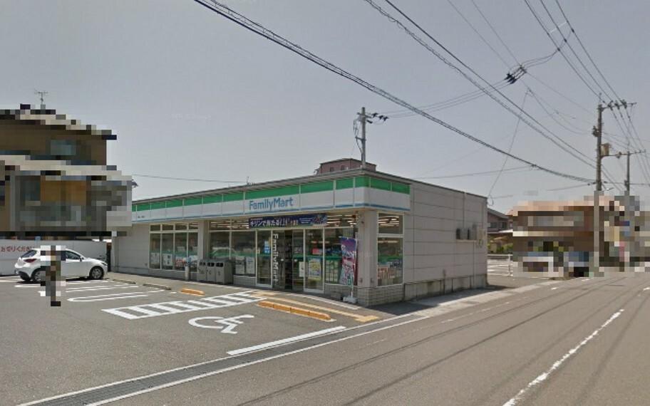 コンビニ 【コンビニエンスストア】ファミリーマート高知一ツ橋店まで446m