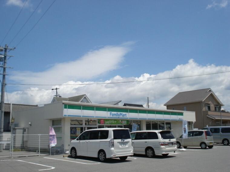 コンビニ ファミリーマート武豊桜ヶ丘店