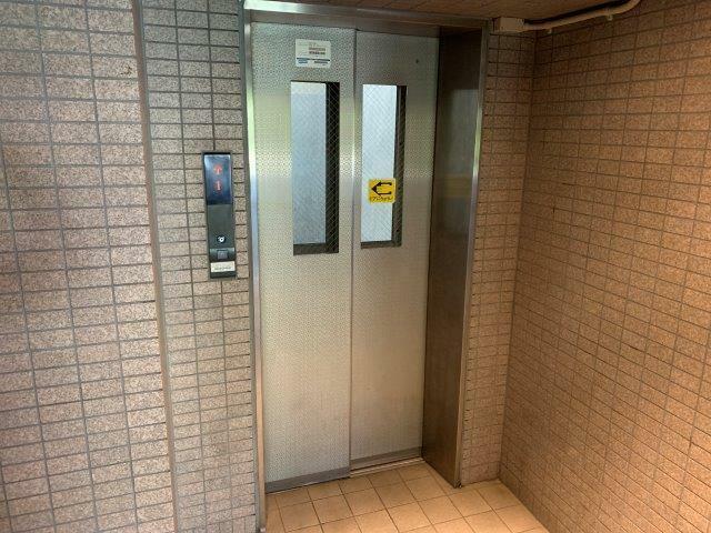エントランスホール 2021/9/10 写真撮影 エレベーター