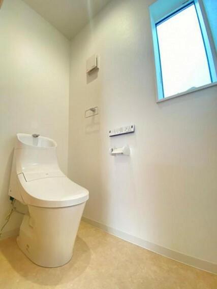 トイレ 【トイレ】ウォシュレットなど多機能が付いたお手入れしやすい快適なトイレ!トイレは2階にもあります。