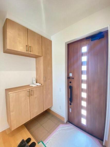 玄関 【玄関】玄関を広く利用できるようシューズクローゼットを完備。ご家族みんなの靴をスッキリ収納できます!